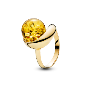 Waves ring in cognac amber