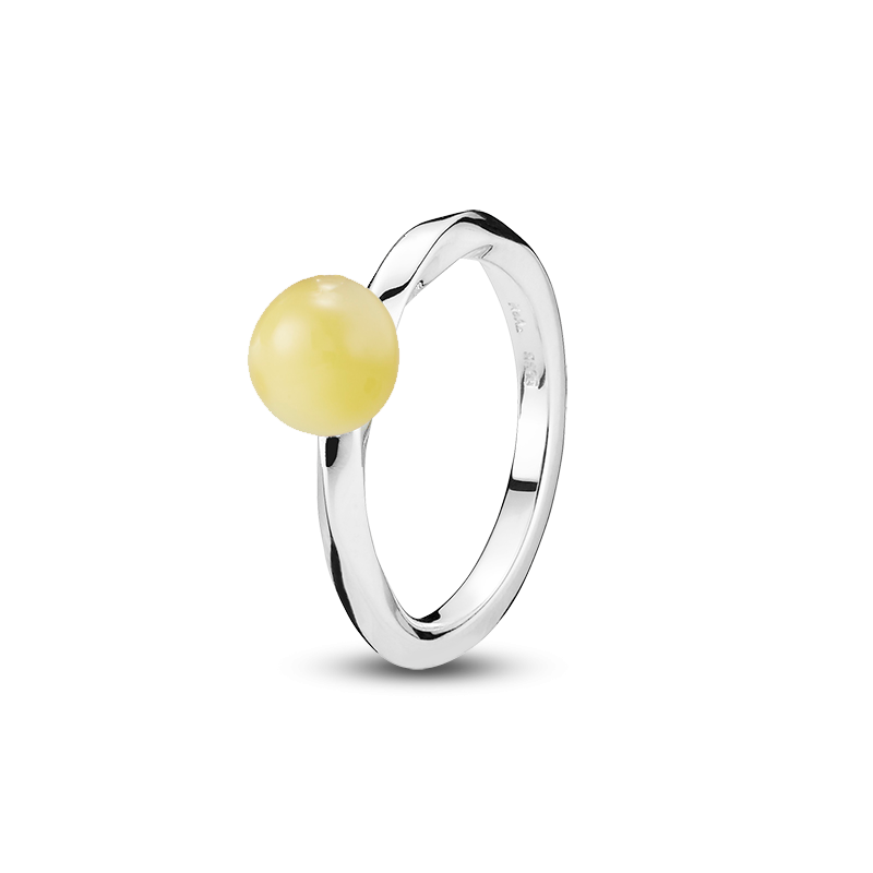 Balance Twist ring by Bukkehave in milky amber