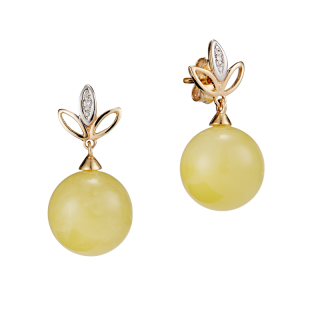 Our Selection earrings in milky amber and gold with diamonds