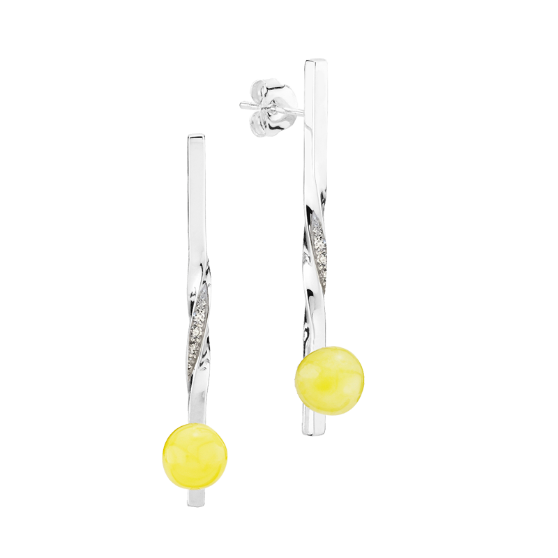 Balance Twist earrings by Bukkehave in milky amber